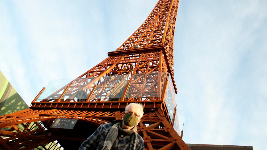 Construyó réplicas en su ciudad de la Torre Eiffel, el Arco del Triunfo y ahora va por el Coliseo: el artista argentino que desafía lo imposible