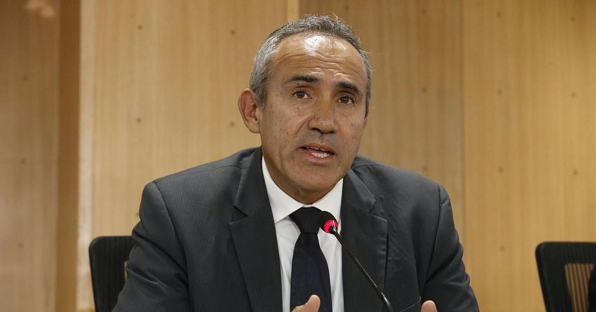 Ministro Estremadoyrio envió carta notarial a Karem Roca para que se rectifique