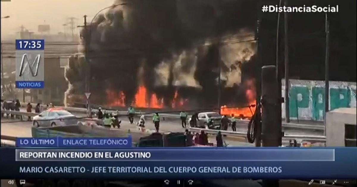 El Agustino: Un incendio se registra en una fábrica de zapatillas