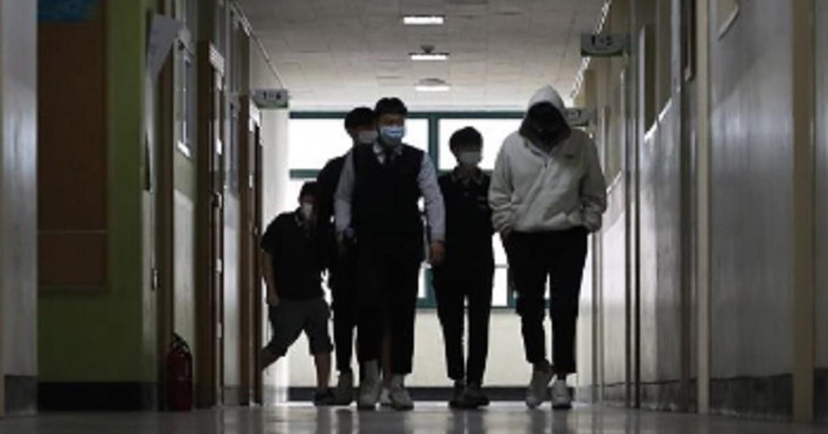 Seúl: Colegios reabren ante la caída de contagios de COVID-19