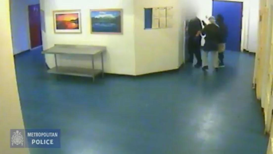 VIDEO: Muestran las imágenes de dos reclusos atacando a un oficial tras atraerlo a una despensa en una prisión de máxima seguridad de Reino Unido