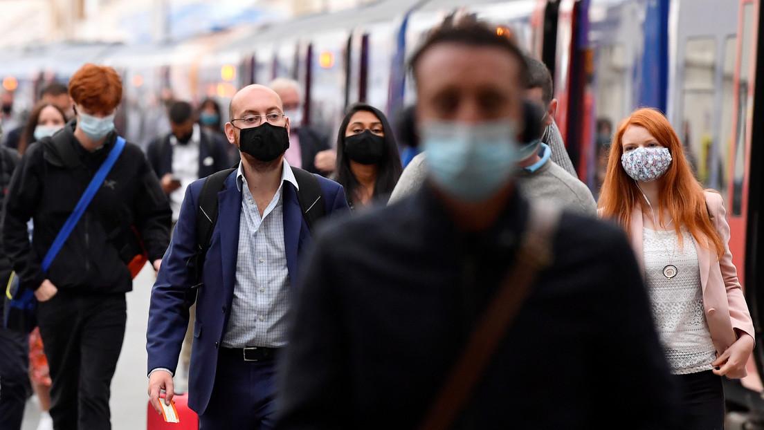El Reino Unido planea infectar deliberadamente a voluntarios con coronavirus para probar potenciales vacunas