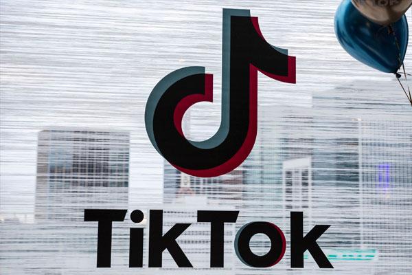 La Justicia de EE.UU. impide a Donald Trump prohibir TikTok por el momento       El magistrado Carl J. Nichols, de la corte federal del Distrito de Columbia, accedió a la petición de los abogados de la firma china, que buscaban un bloqueo temporal de su posible prohibición.