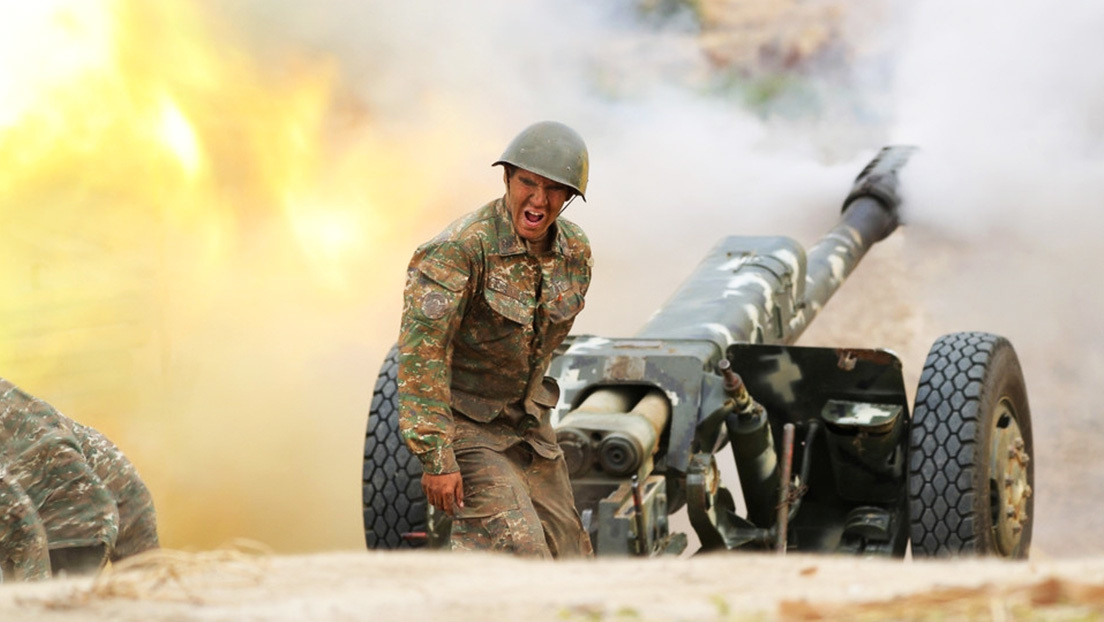 Azerbaiyán afirma que continuará la operación militar en Nagorno Karabaj hasta la retirada completa de Armenia