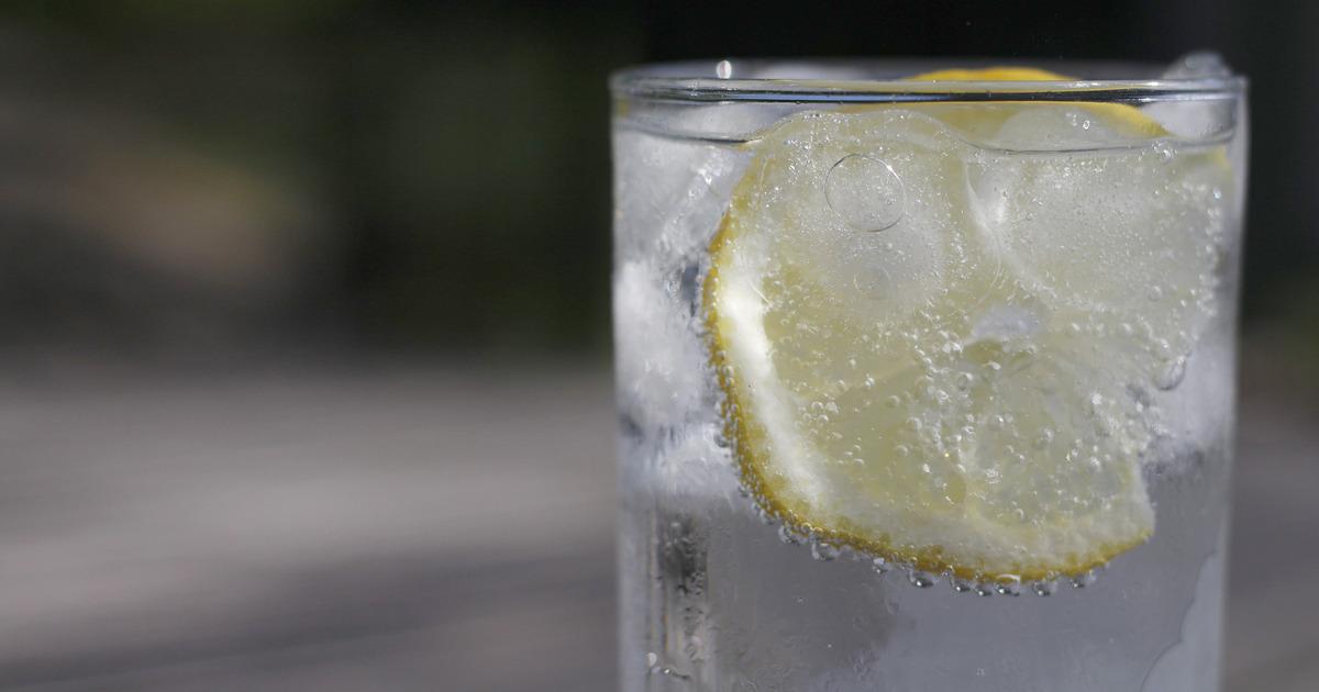 ¿Qué pasa realmente cuando tomas agua con limón? | Wapa.pe