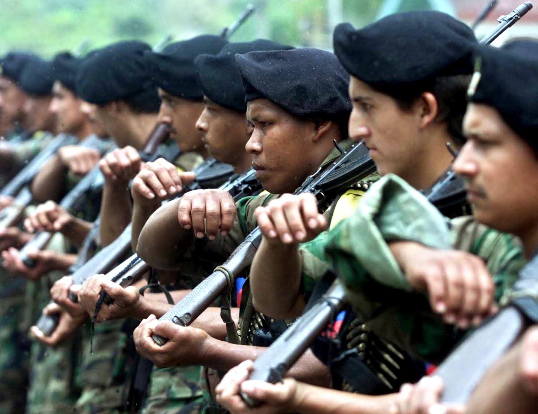 Vehículo de la ONU es incendiado por disidentes de las FARC en Colombia