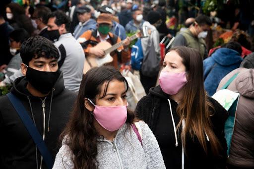 """OMS: """"La gente joven tendrá que esperar hasta 2022 para vacunarse"""""""