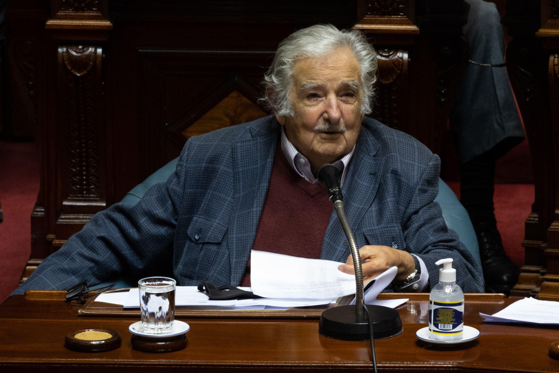 La democracia uruguaya despide a Mujica con lágrimas y aplausos