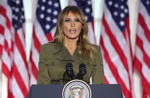 Melania Trump canceló mitin tras presentar «tos persistente»