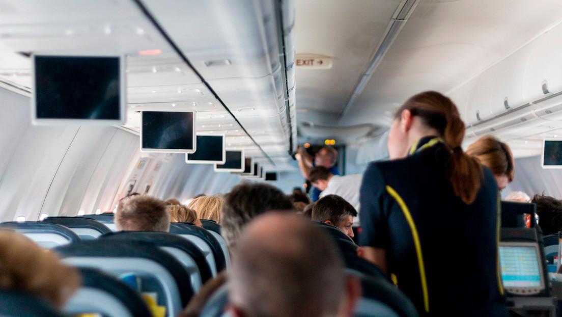 Estudio muestra que un brote de coronavirus en un vuelo con baja ocupación provocó el contagio de 59 personas hasta 17 días después del viaje