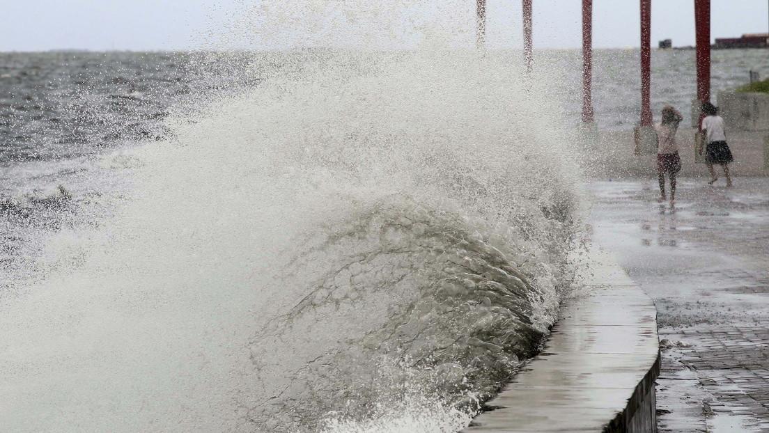 La tormenta tropical «más fuerte de la Tierra» se convierte en tifón y avanza hacia Filipinas