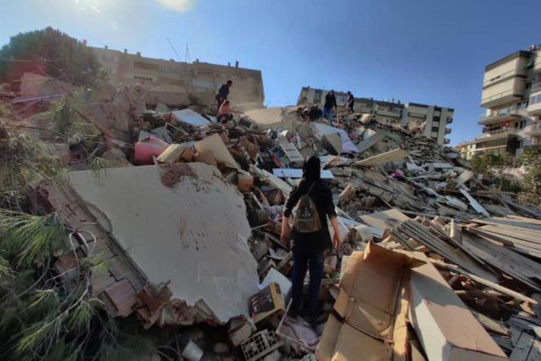 Al menos 12 muertos y 419 heridos deja terremoto en Turquía