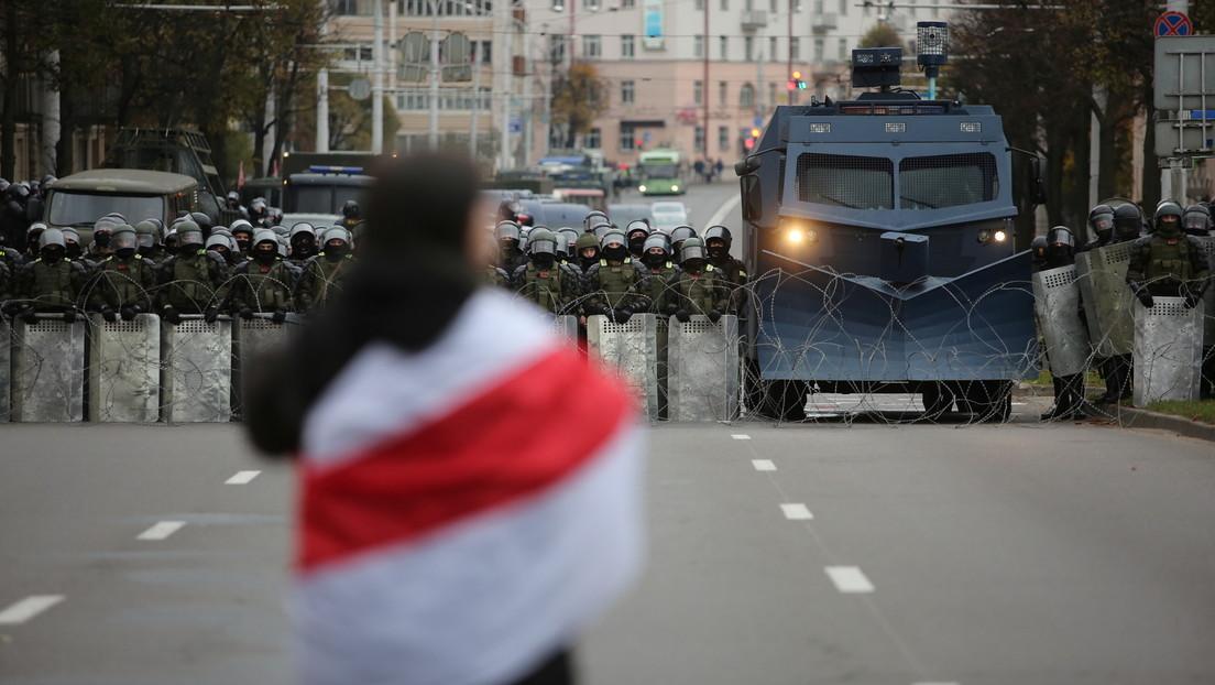 VIDEOS: Vehículos blindados con ametralladoras ingresan a Minsk en medio de las protestas