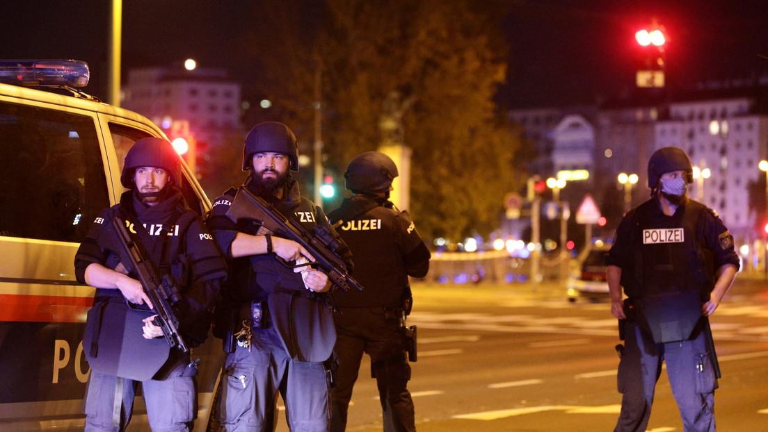 La Policía pide en distintos idiomas no compartir en las redes sociales fotos ni videos del tiroteo en el centro de Viena