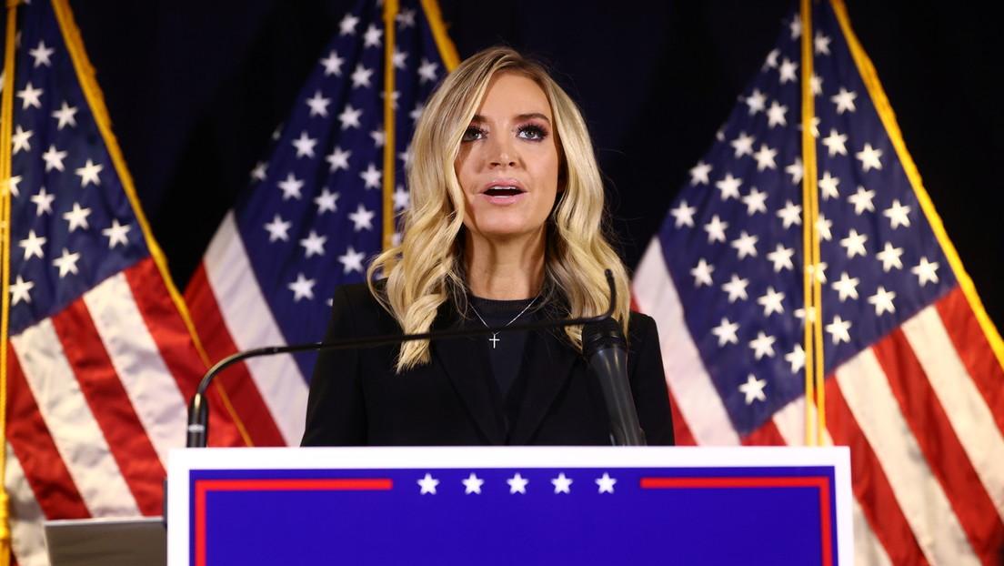 «No podemos seguir mostrando esto»: Fox News interrumpe la transmisión en vivo de la portavoz de la Casa Blanca (VIDEO)