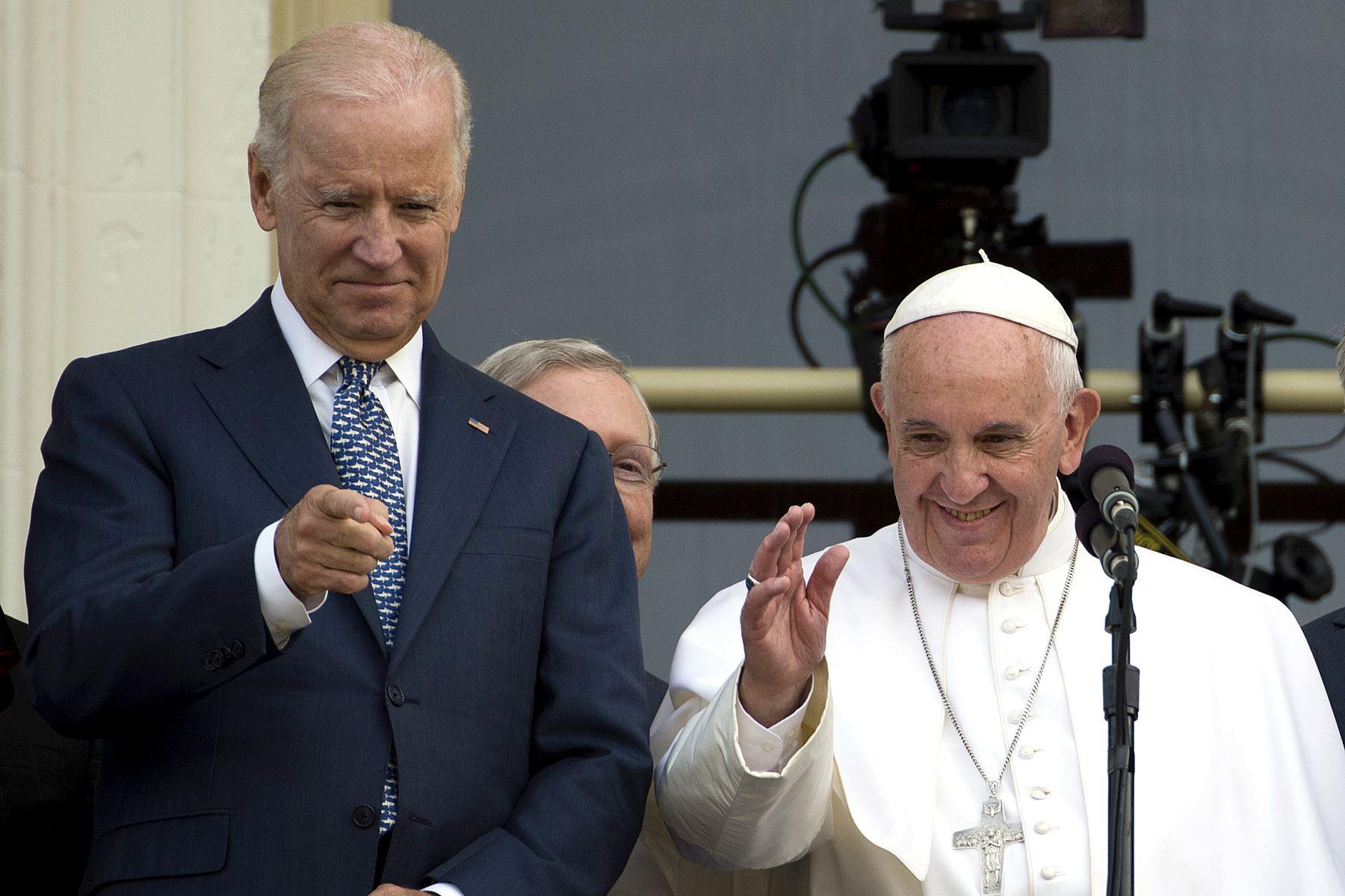 El papa Francisco habló por teléfono con Joe Biden para felicitarlo