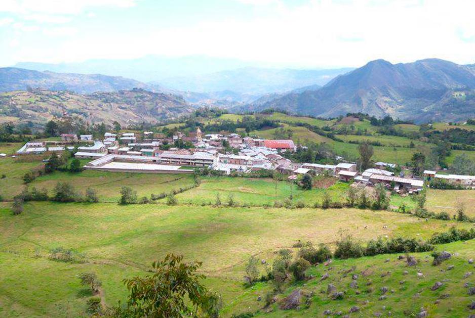 NELTER GUEVARA: CONSEJERO REGIONAL AZUZA CON AFANPOLITICO A COMUNIDAD EN CONTRA DE EMPRESA MINERA