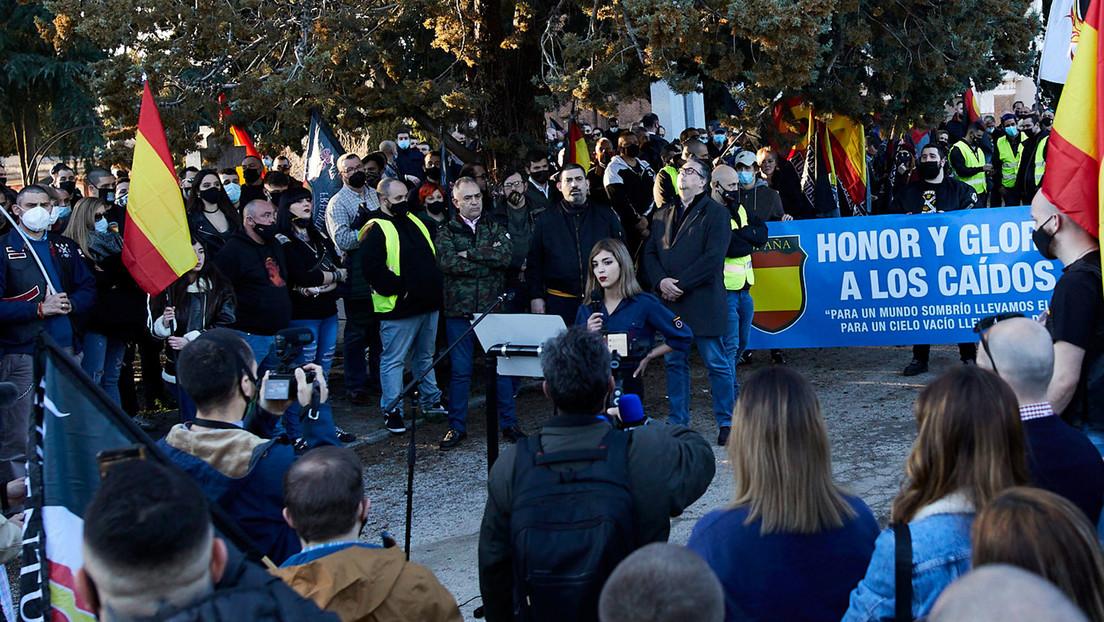 «¡Espera, esto no lo saquéis!»: el incidente con una esvástica durante una entrevista a la joven neonazi española del discurso antisemita