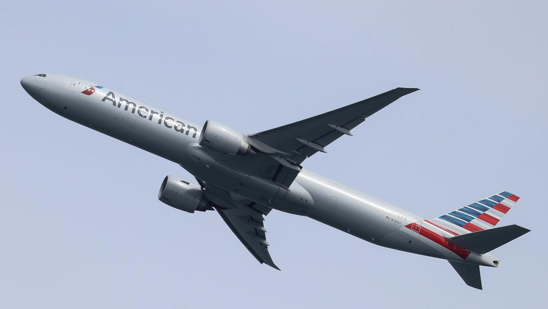 Un piloto de American Airlines afirma haber visto un «objeto largo y cilíndrico» sobrevolando su avión
