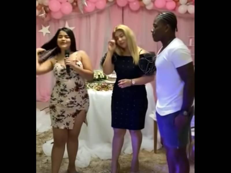 VIDEO: Mujer exhibe a su madre y a su novio por infieles