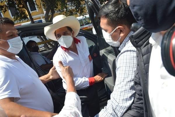 Pedro Castillo se arrepiente de invitar a integrantes de Partido Morado a su equipo