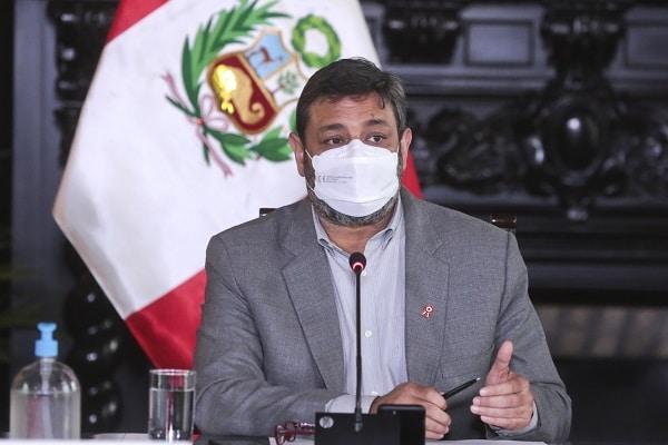 """Ministro Cuenca: """"Vacunación contra la COVID-19 de docentes no es condición para la reapertura de clases presenciales"""""""