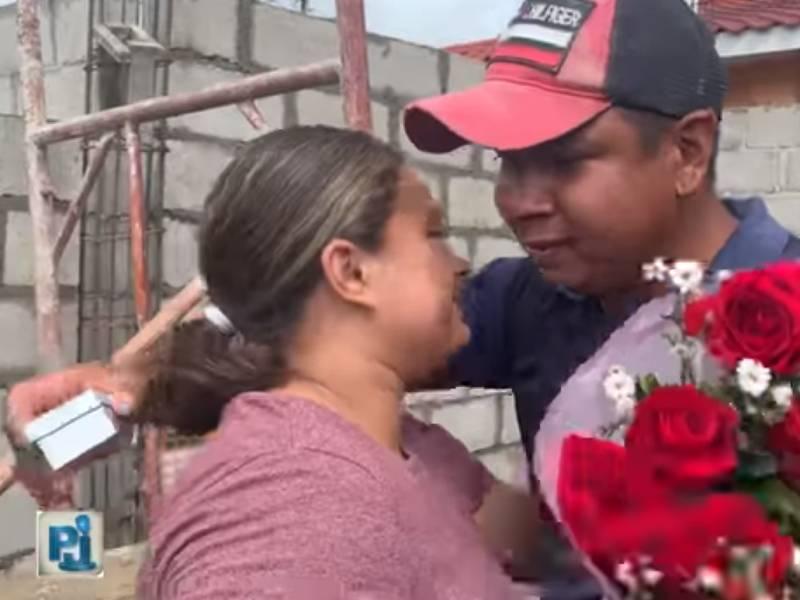 VIDEO: Albañil le pide matrimonio a su novia en plena obra